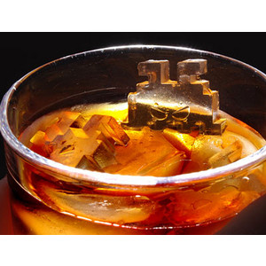 b51f_invaders_ice_cube_tray_inglass