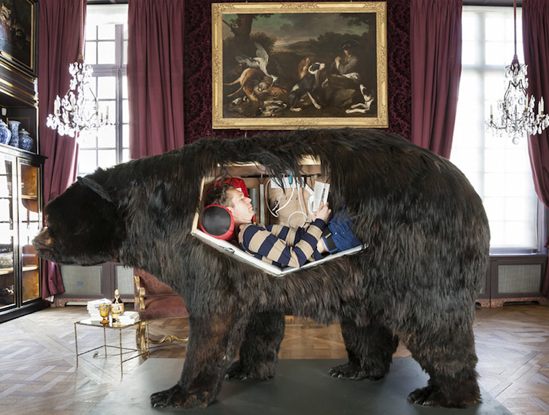 abraham-poincheval-lives-inside-a-bear-01