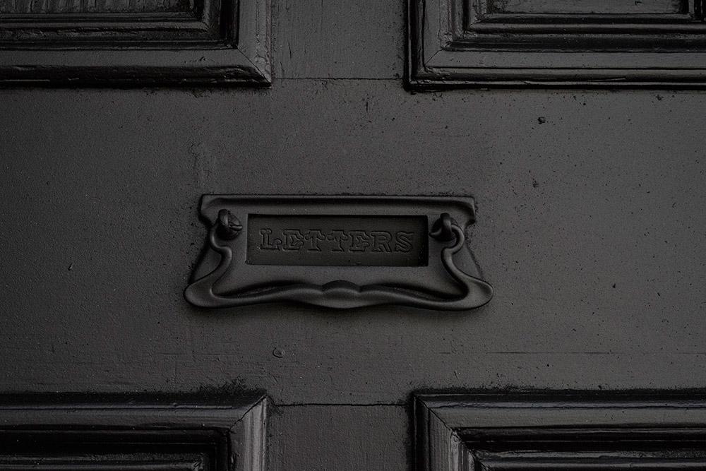 012-LANDED-IAN_STRANGE-CHC4789-detail-black-letterbox-house-black
