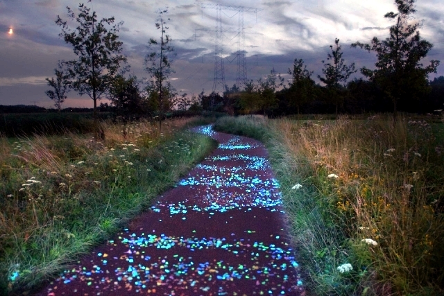 bike-lane-interactive-netherlands-shining-in-the-night-0-930