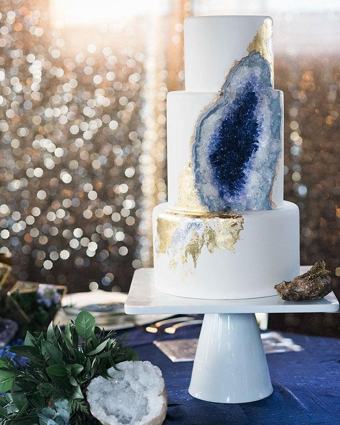 amethyst-geode-wedding-cake-trend-14-57833e25a6724__700